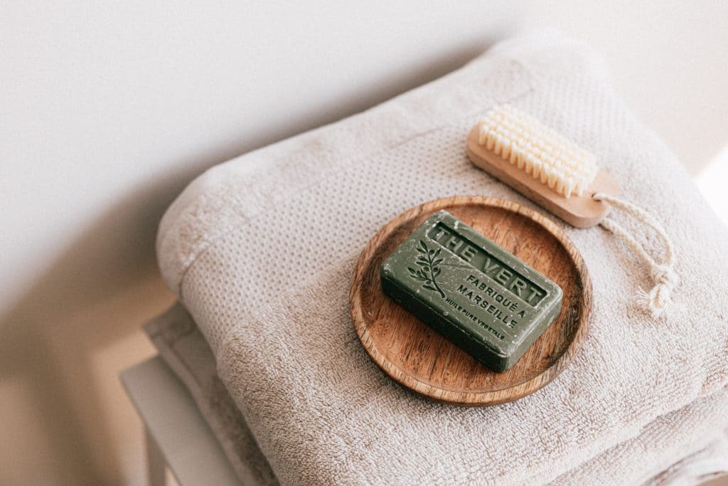 Se laver avec du savon de Marseille