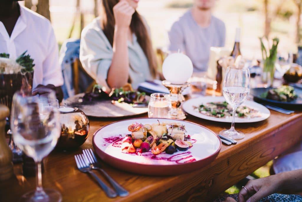 Réserver un resto pour une soirée entre amis : c'est si facile